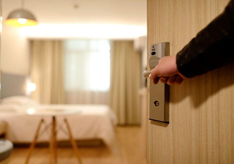 الاقامة الفندقية